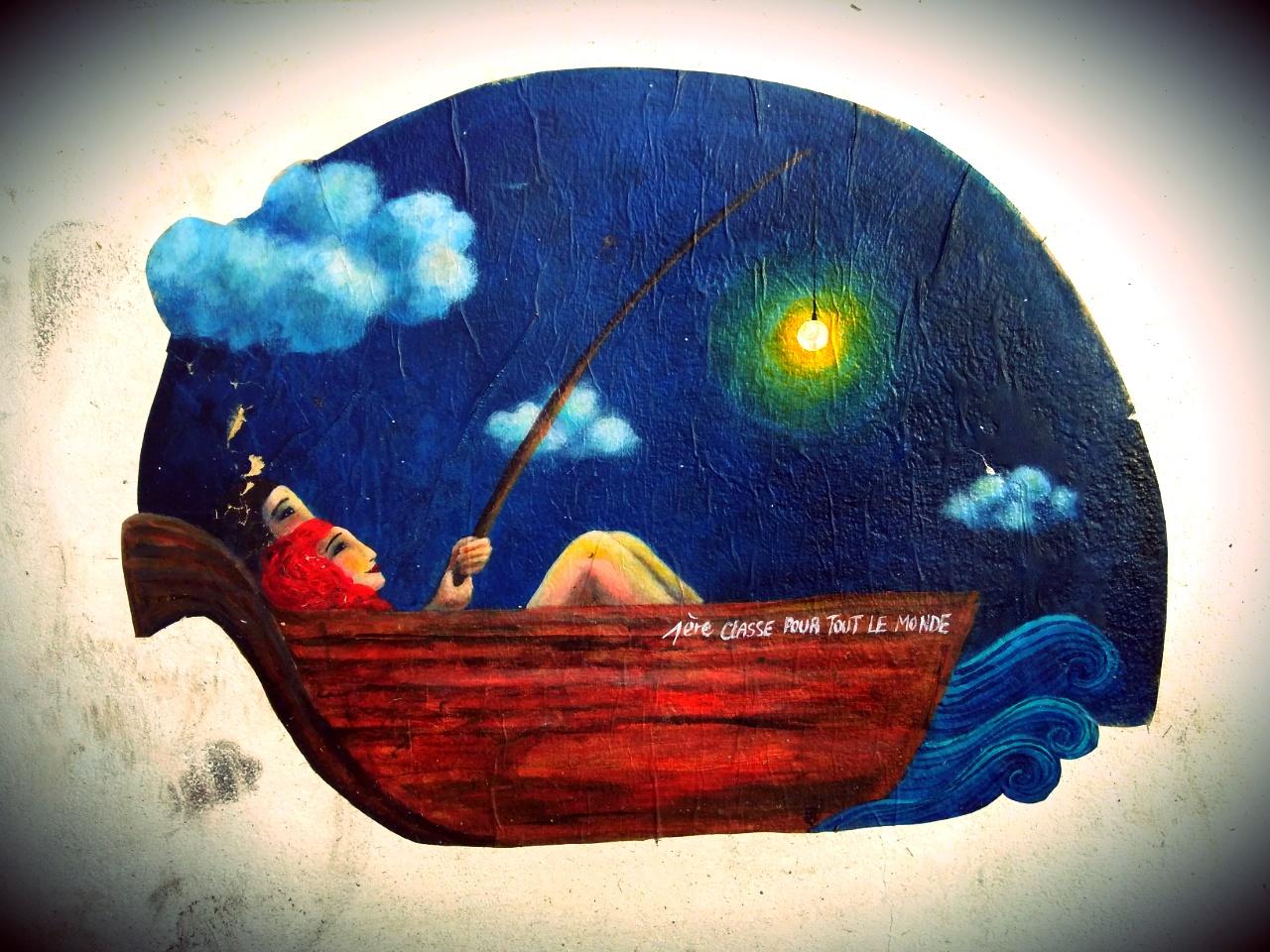 dessin d'aun couple dans un bateau la nuit collé sur un mur à Angoulême